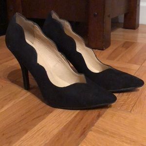 Chinese Laundry Black Scalloped Heels (size 6.5)